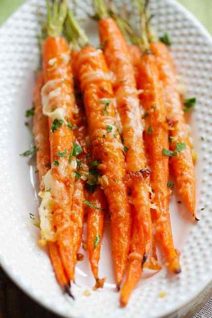 garlic-parmesan-roasted-carrots1